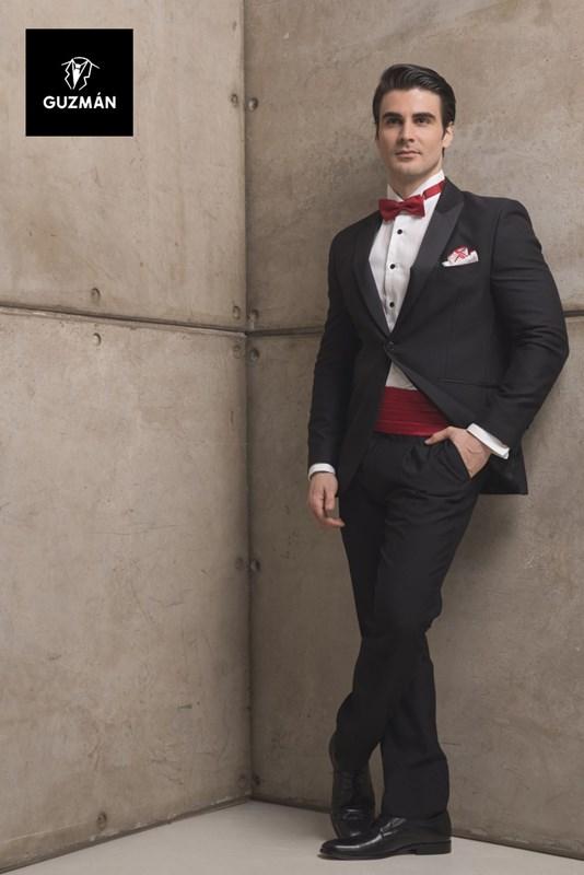 Las pajaritas de nudo o  self tie  suele utilizarse en trajes más formales  como el esmoquin y tiene la ventaja de que puedes jugar con el nudo (con su  ... e1046ab70d60