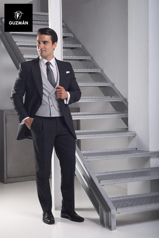 d07c2301a7815 El outfit preferido si eres el novio o uno de los familiares o testigos  para ir elegante a una boda es el chaqué y el traje de novio.